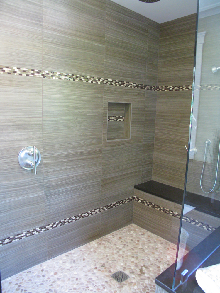 Bathroom With Porcelain Tiles And Pebble Mosaic